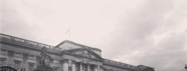 버킹엄 궁전 is one of Stuff I want to see and redo in London.
