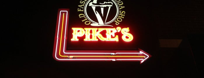 Pike's Old Fashioned Soda Shop is one of Locais curtidos por Christopher.