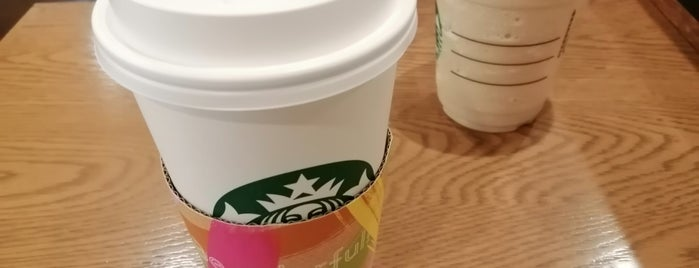 Starbucks Coffee is one of まどかるんさんのお気に入りスポット.