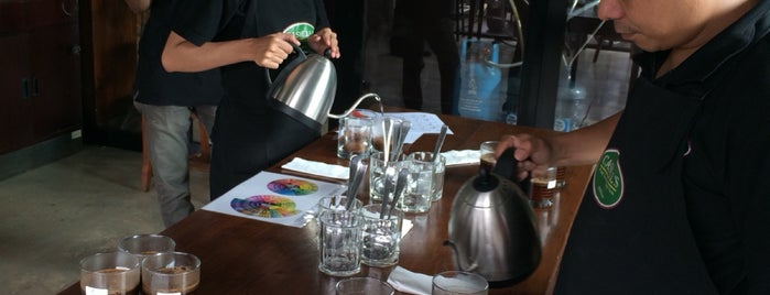 Caswells Coffee is one of Lugares favoritos de Resha.