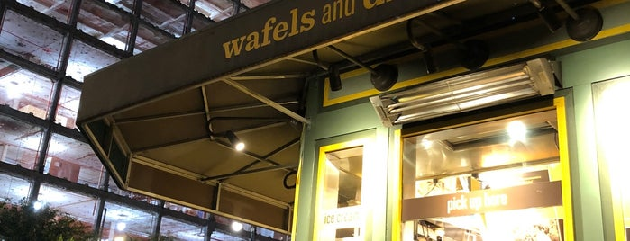 Wafels & Dinges at Bryant Park is one of Julia'nın Kaydettiği Mekanlar.