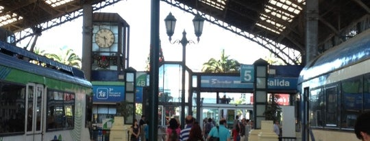 Estacion Central de Santiago is one of Estaciones Metrotrén y Expreso Maule.