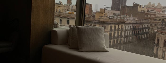 Hotel Almanac is one of Tempat yang Disimpan Queen.