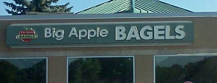 Big Apple Bagels is one of Orte, die Jason gefallen.