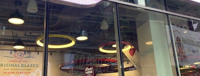 Krispy Kreme Flagship is one of Lieux qui ont plu à IrmaZandl.