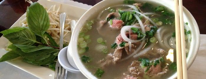 PHO Banh Mi & Che Cali is one of Locais curtidos por Jason.