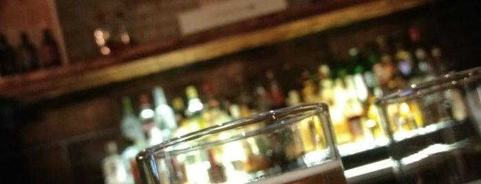 Public Kitchen & Bar is one of Posti che sono piaciuti a Kristen.