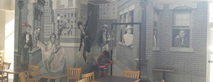 Main Street Cinemas is one of Lugares favoritos de Katie.