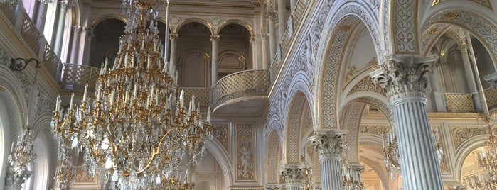 Hermitage Museum is one of Saint Petersburg.