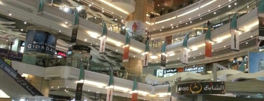 Abraj Al Bait Shopping Center is one of Orte, die Engin gefallen.