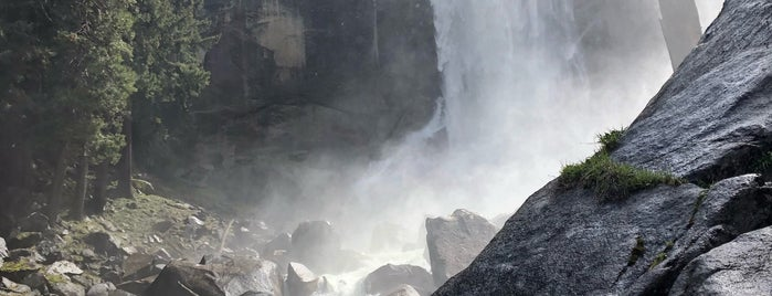 Vernal Falls is one of Jessica: сохраненные места.