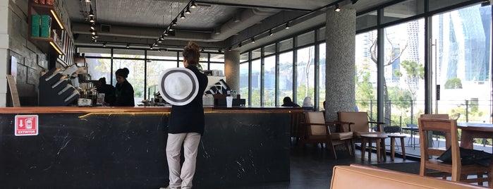 Starbucks La Mexicana is one of Orte, die Edwulf gefallen.
