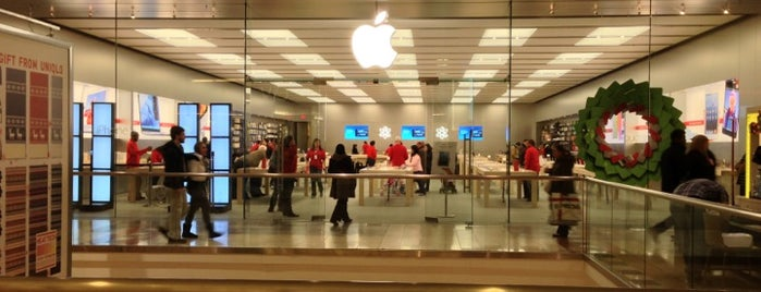 Apple Garden State Plaza is one of Tempat yang Disukai Paco.