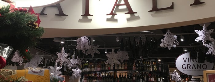Eataly Downtown is one of Bars (1).