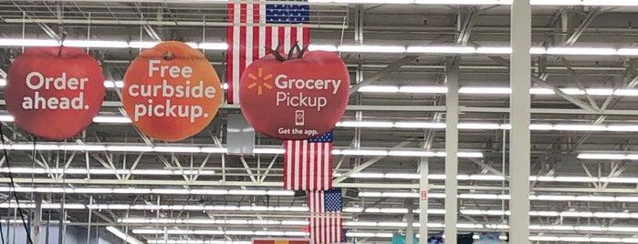 Walmart Supercenter is one of สถานที่ที่ Becca ถูกใจ.