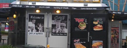 Harry's Cafe de Wheels is one of Need to try.