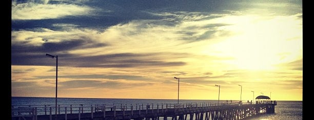 Henley Beach is one of Locais curtidos por Anna.
