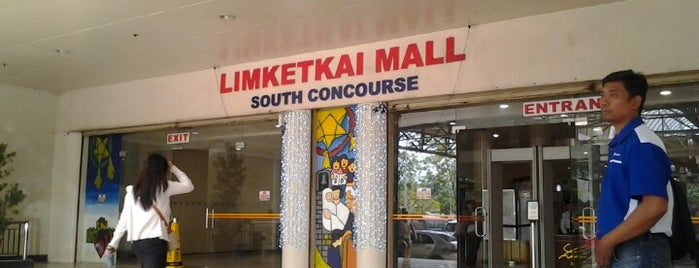 Limketkai Center is one of Tempat yang Disukai Peachy.