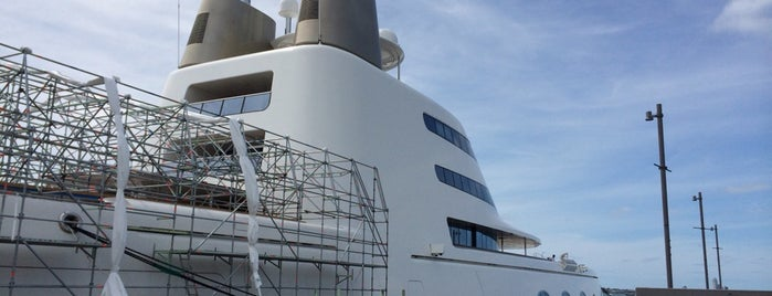 Superyacht 'A' is one of Locais curtidos por Ricardo.
