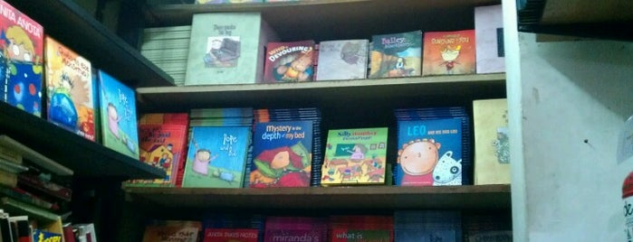 Librería Macondo is one of gen.