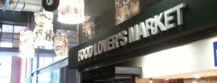Food Lover's Market is one of Tempat yang Disukai Mayer.