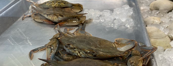 Greenpoint Fish & Lobster Co. is one of LIC.