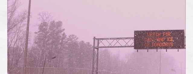 Snowpocalypse 2014 is one of สถานที่ที่ Johnnie ถูกใจ.