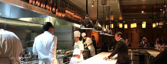Chef's Table At Brooklyn Fare is one of Michellin-Starred Restaurants in Manhattan 2018.
