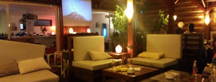 Dharma bar is one of Restaurantes.