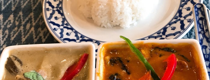 ISALA イサラ is one of 関西カレー部.