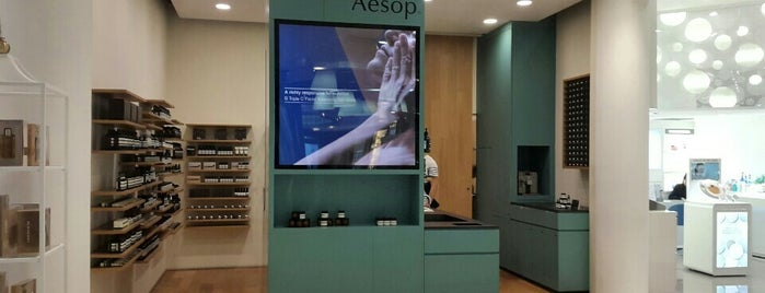 Aesop @ Tangs is one of Lugares favoritos de Ian.