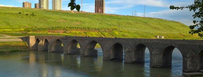 On Gözlü Köprü is one of Diyarbakır.