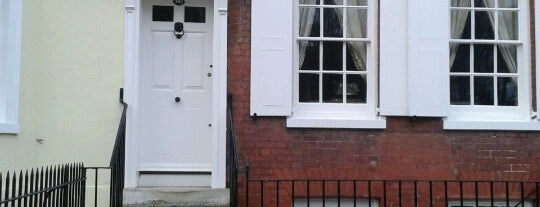Charles Dickens Birthplace Museum is one of Posti che sono piaciuti a DAS.