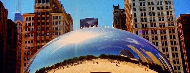 Cloud Gate by Anish Kapoor is one of Lieux qui ont plu à Emily.