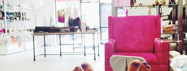 A La Mode Salon And Boutique is one of Locais curtidos por Darcy.