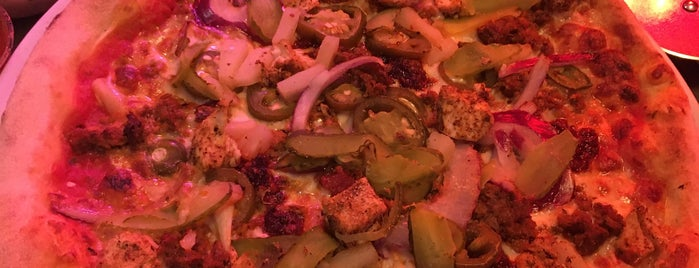 Pizza Punks is one of Tempat yang Disukai Steven.