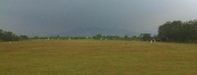 Padang Golf & Gelanggang Renang Bandung Indah is one of Via's.