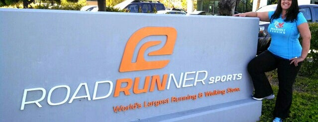 Road Runner Sports is one of Locais curtidos por Joey.