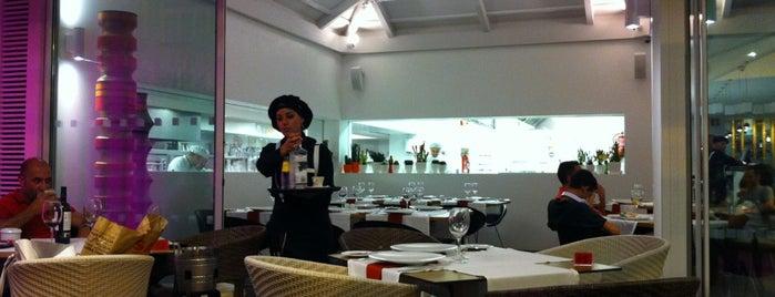 Restaurante La Gula is one of Tempat yang Disimpan Julka.