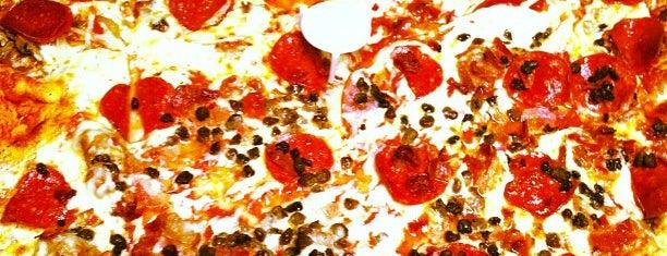 Rosati's Pizza is one of สถานที่ที่ Mark ถูกใจ.