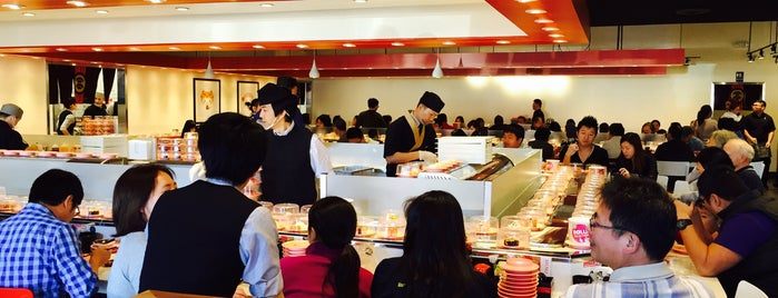 Zensen Sushi Express 爭鮮回転寿司 is one of Tempat yang Disukai 板津.