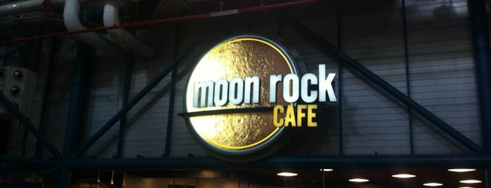 Moon Rock Cafe is one of Tempat yang Disukai Ishka.