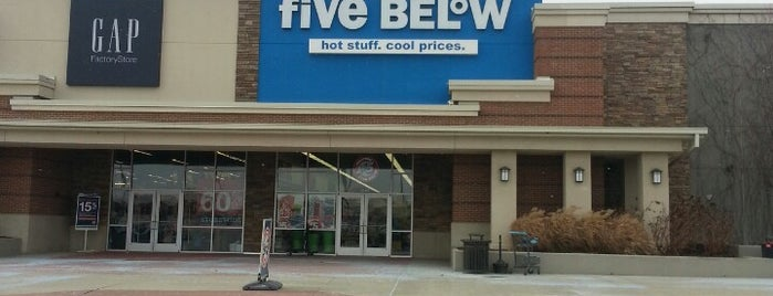 Five Below is one of Locais curtidos por Kayla.