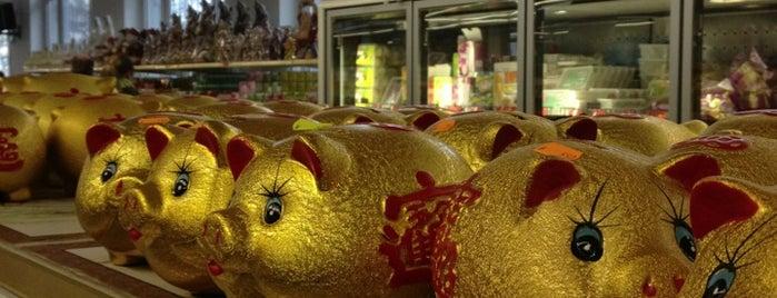 New Asia Market is one of Lieux qui ont plu à Maŗċ.