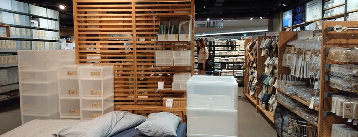 MUJI (มูจิ) 無印良品 is one of Lugares favoritos de Chayaporn.
