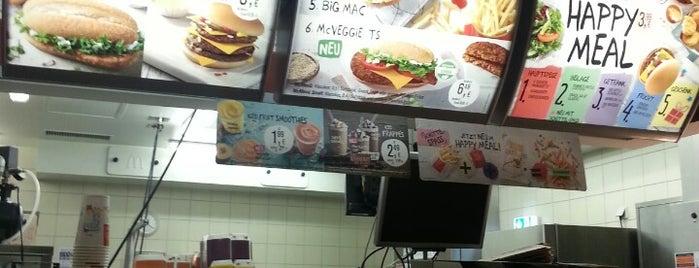 McDonald's is one of สถานที่ที่บันทึกไว้ของ N..