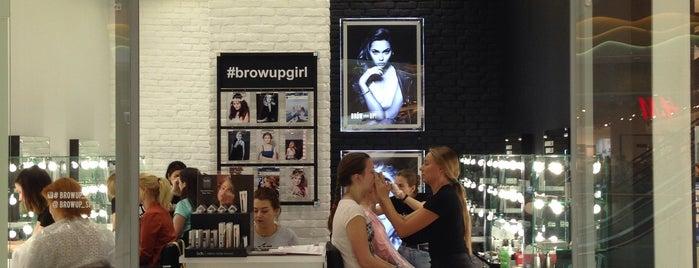 Brow Up & Make up! is one of Lieux qui ont plu à Greta.