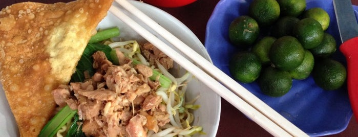 Bakmi Ayam Bangka Yungli 48 is one of Cafe Favorit Teman2ku.