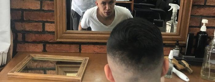 Dunkel Barber Shop & Salon is one of Lugares favoritos de Héctor.