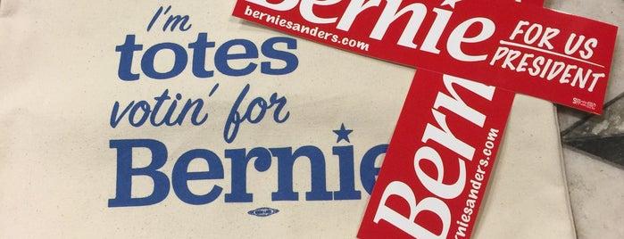 Sen. Bernie Sanders Office is one of Lieux qui ont plu à Chris.
